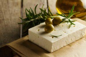 Τυρί φέτα με ελιές