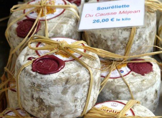 Ελληνικά τυριά με ιδιαίτερη συσκευασία πωλούνται σε αγορά του εξωτερικού